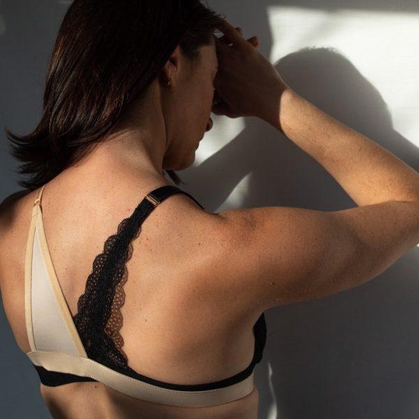 Bretelle pour rééquilibrer le poids des seins en coton et dentelle noir et nude