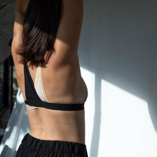 Bretelle pour rééquilibrer le poids des seins en coton bicolore