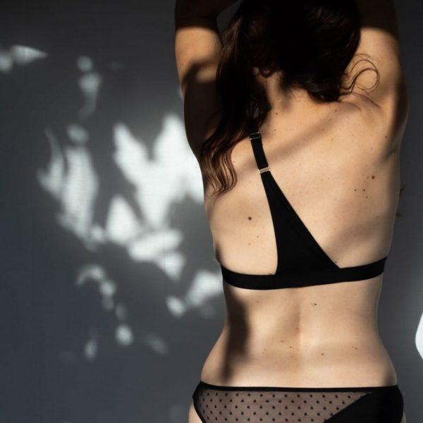 Bretelle pour rééquilibrer le poids des seins en coton noir