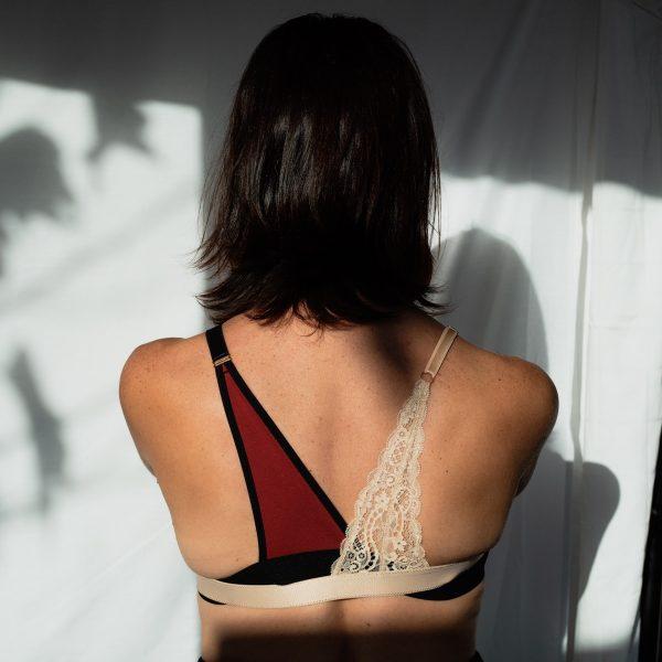 Bretelle pour rééquilibrer le poids des seins en coton et dentelle bicolore