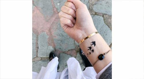 tatouage temporaire oiseaux en vol noir